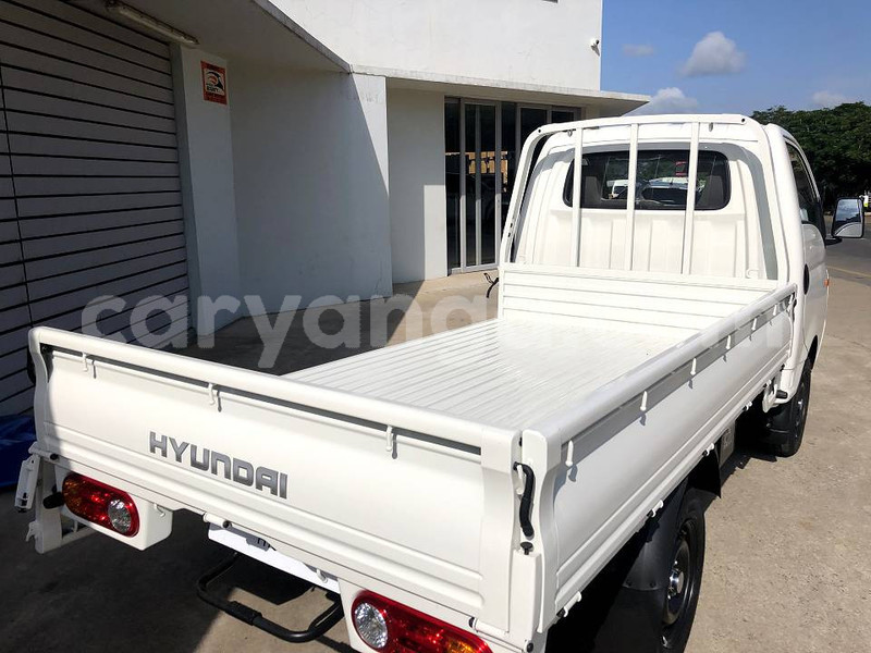 Big with watermark hyundai h1 malawi lilongwe 9464
