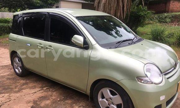 Buy Used Toyota Sienta Green Car in Lilongwe in Malawi