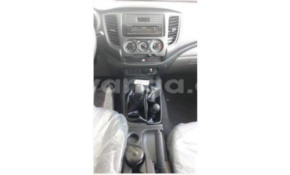 Buy Import Mitsubishi L200 White Car in Import - Dubai in Malawi