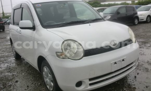 Buy Used Toyota Sienna White Car in Limbe in Malawi
