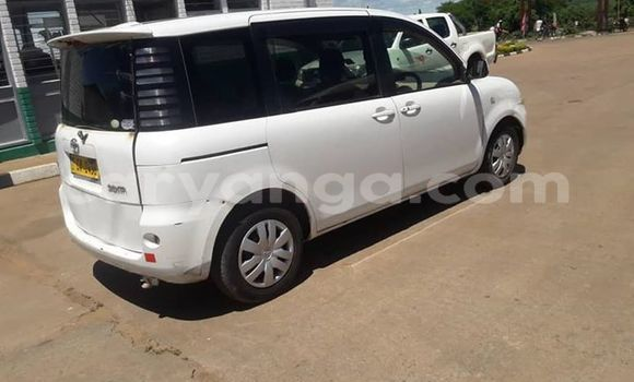 Buy Used Toyota Sienta White Car in Kasungu in Malawi