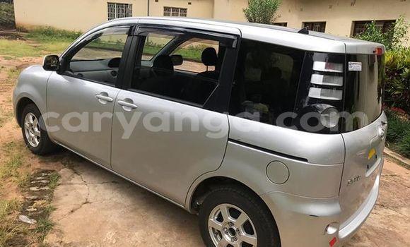 Buy Used Toyota Sienta Silver Car in Lilongwe in Malawi