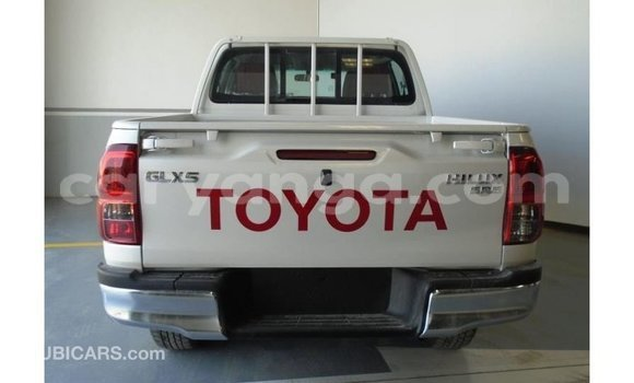 Buy Import Toyota Hilux White Car in Import - Dubai in Malawi