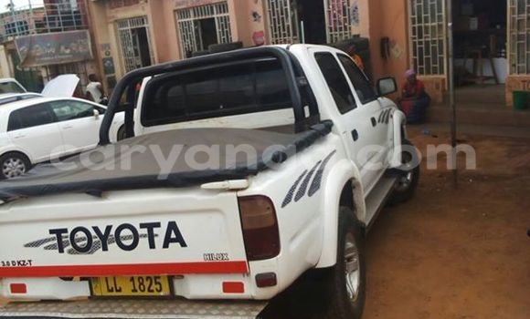 Buy Used Toyota Hilux White Car in Limbe in Malawi