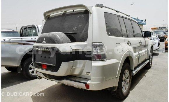 Buy Import Mitsubishi Pajero White Car in Import - Dubai in Malawi