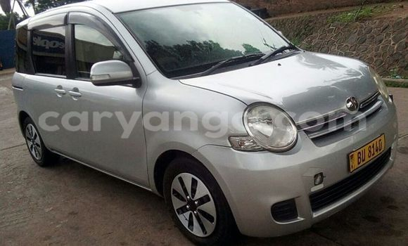 Buy Used Toyota Sienna Silver Car in Limbe in Malawi