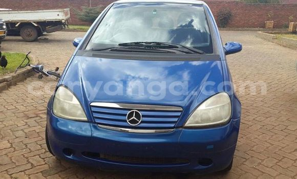 Buy Used Mercedes‒Benz 190 Blue Car in Lilongwe in Malawi