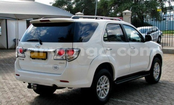 Buy Used Toyota Fortuner White Car in Limbe in Malawi