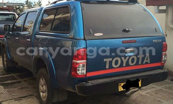 Buy Used Toyota Hilux Blue Car in Limbe in Malawi