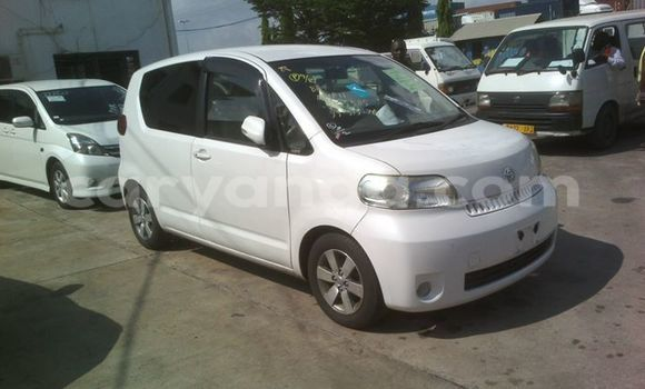 Buy Used Toyota Porte White Car in Limbe in Malawi