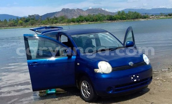 Buy Used Toyota Sienta Blue Car in Limbe in Malawi