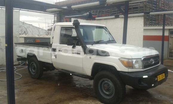 Buy Used Toyota Land Cruiser White Car in Blantyre in Malawi