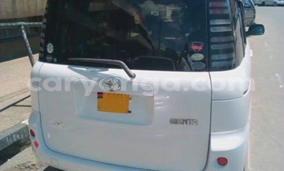 Buy Used Toyota Sienta White Car in Limbe in Malawi