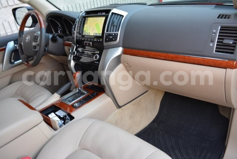 Big with watermark 2014 toyota land cruiser11