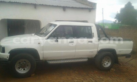 Buy Used Toyota Hilux White Car in Limete in Malawi