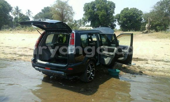 Buy Used Nissan X–Trail Black Car in Limete in Malawi