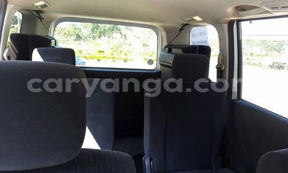 Buy Used Nissan Serena White Car in Limete in Malawi