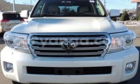Buy Used Toyota Land Cruiser White Car in Lilongwe in Malawi
