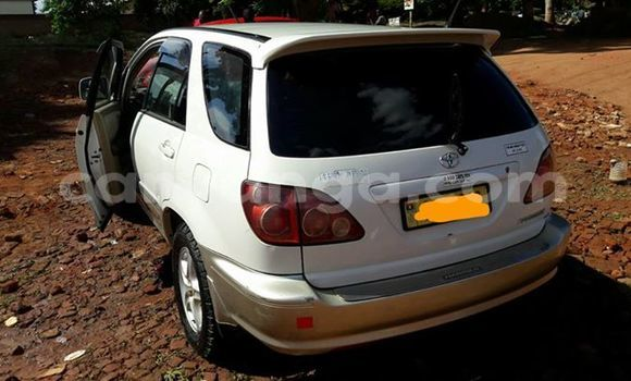 Buy Used Toyota Harrier White Car in Limete in Malawi