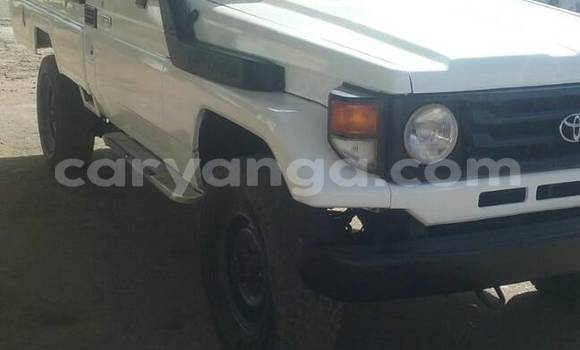 Buy Used Toyota Land Cruiser White Car in Blantyre in Malawi