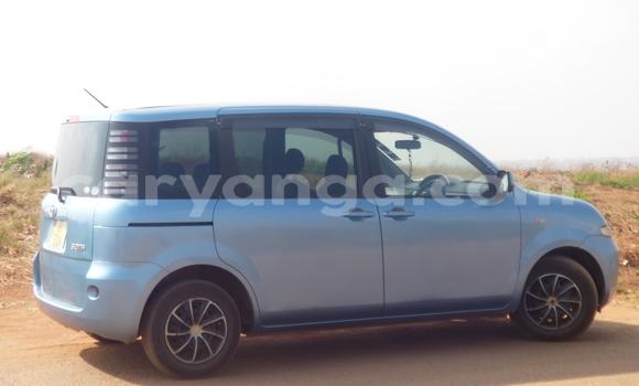 Buy Used Toyota Sienta Blue Car in Lilongwe in Malawi
