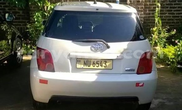 Buy Used Toyota IST White Car in Lilongwe in Malawi