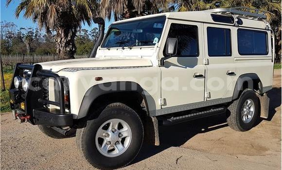 Buy Used Land Rover Defender White Car in Lilongwe in Malawi