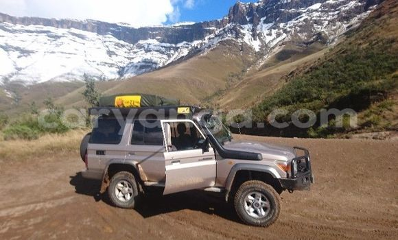 Buy Used Toyota Land Cruiser Silver Car in Lilongwe in Malawi