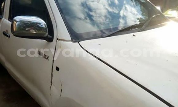 Buy Used Toyota Hilux White Car in Blantyre in Malawi
