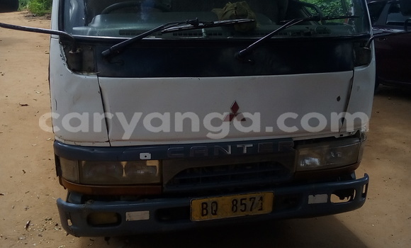 Buy Used Mitsubishi Canter White Car in Kasungu in Malawi