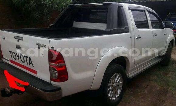 Buy Used Toyota Hilux White Car in Lilongwe in Malawi