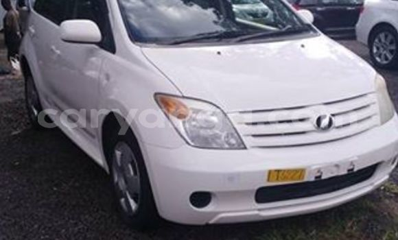 Buy Used Toyota IST White Car in Blantyre in Malawi