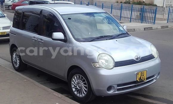 Buy Used Toyota Sienta Silver Car in Blantyre in Malawi