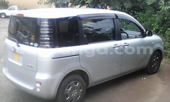 Buy Used Toyota Sienna Silver Car in Blantyre in Malawi
