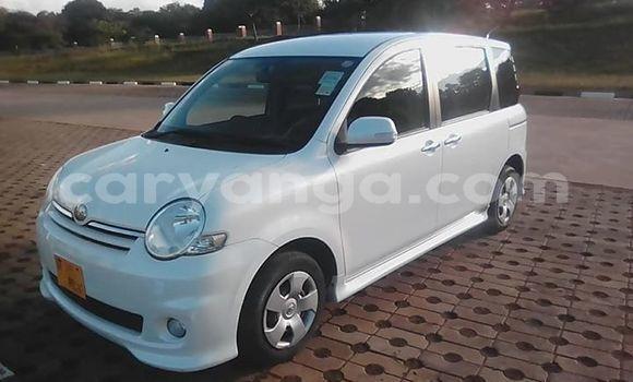 Buy Used Toyota Sienta White Car in Lilongwe in Malawi