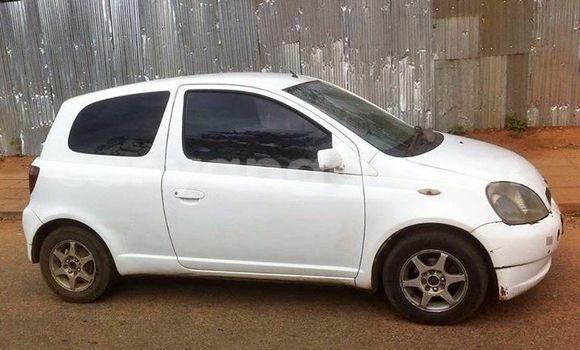 Buy Used Toyota Vitz White Car in Lilongwe in Malawi