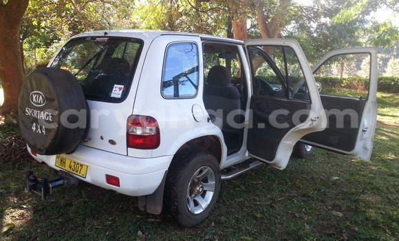 Buy Used Kia Sportage White Car in Karonga in Malawi