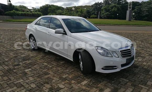Buy Used Mercedes‒Benz E–Class White Car in Lilongwe in Malawi