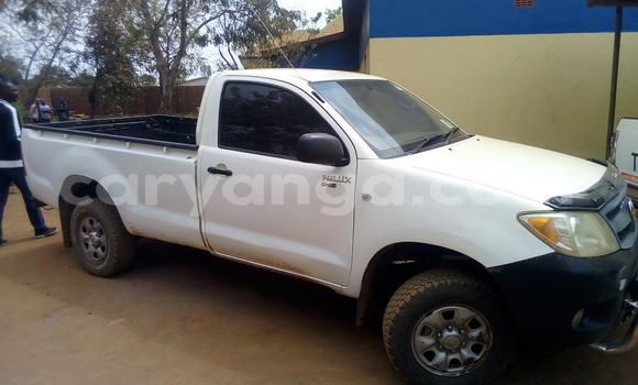 Buy Used Toyota Hilux White Car in Kasungu in Malawi