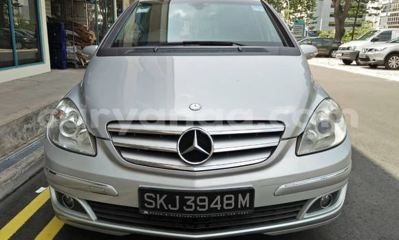 Buy Used Mercedes Viano White Car in Blantyre in Malawi