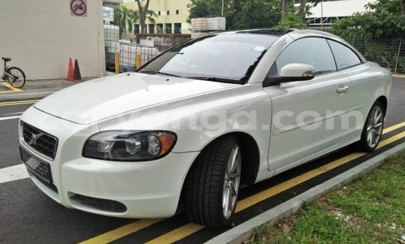 Buy Import Volvo V70 White Car in Blantyre in Malawi