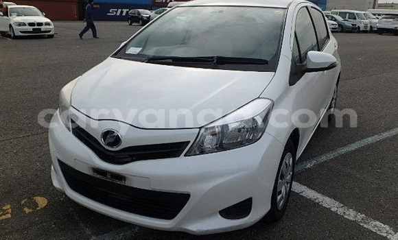 Buy Imported Toyota Vitz White Car in Lilongwe in Malawi